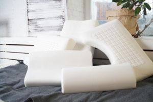 Когда нужна ортопедическая подушка под голову?